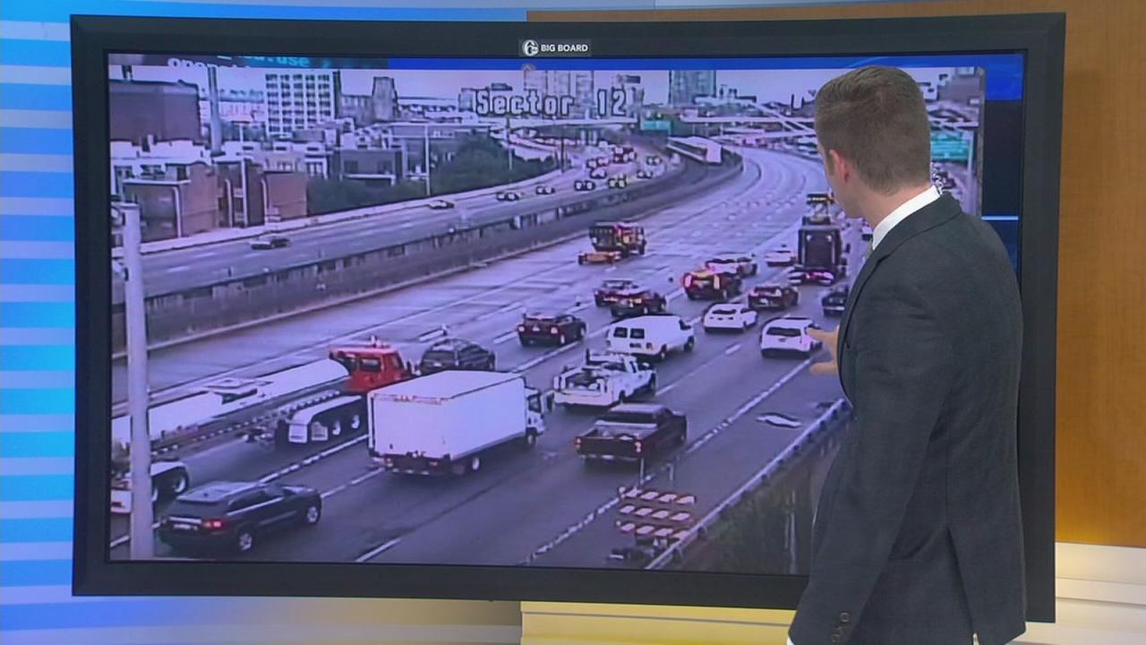 Truck crash shuts down I-95 South