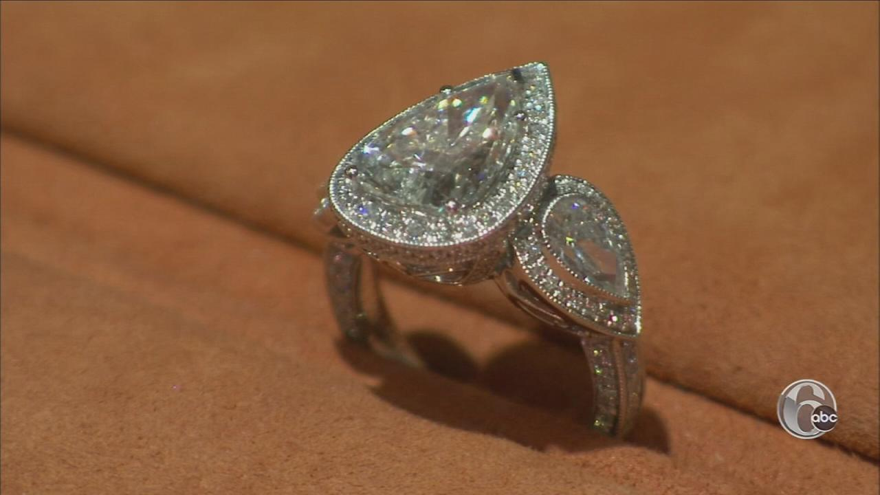 Alicia Vitarelli gets the latest trends with one of the areas top jewelers.