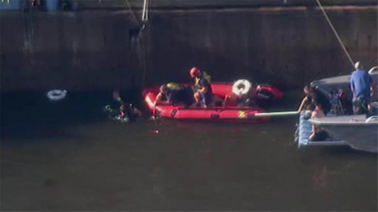 Car reportedly drives into Delaware River at Penns Landing