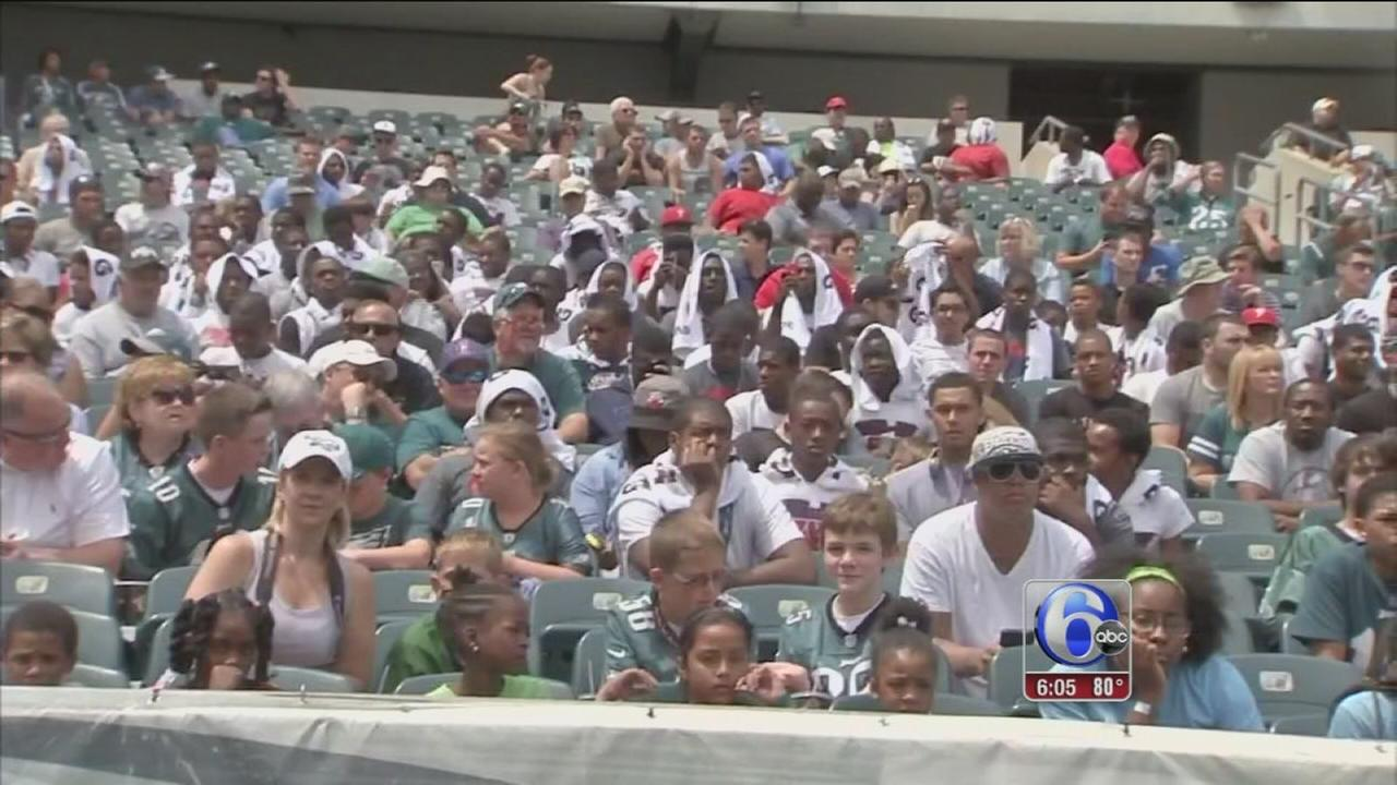 VIDEO: Eagles hold open practice