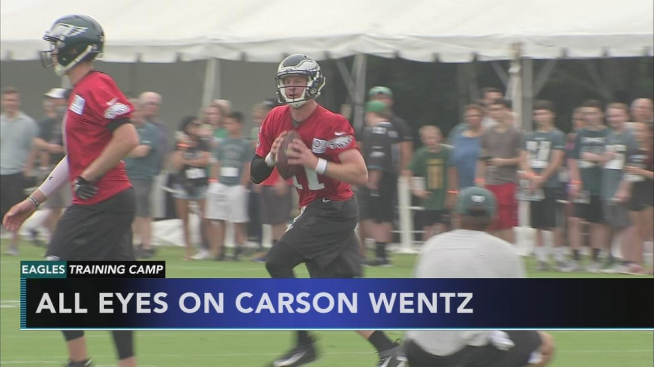 All eyes on Carson Wentz at Eagles training camp