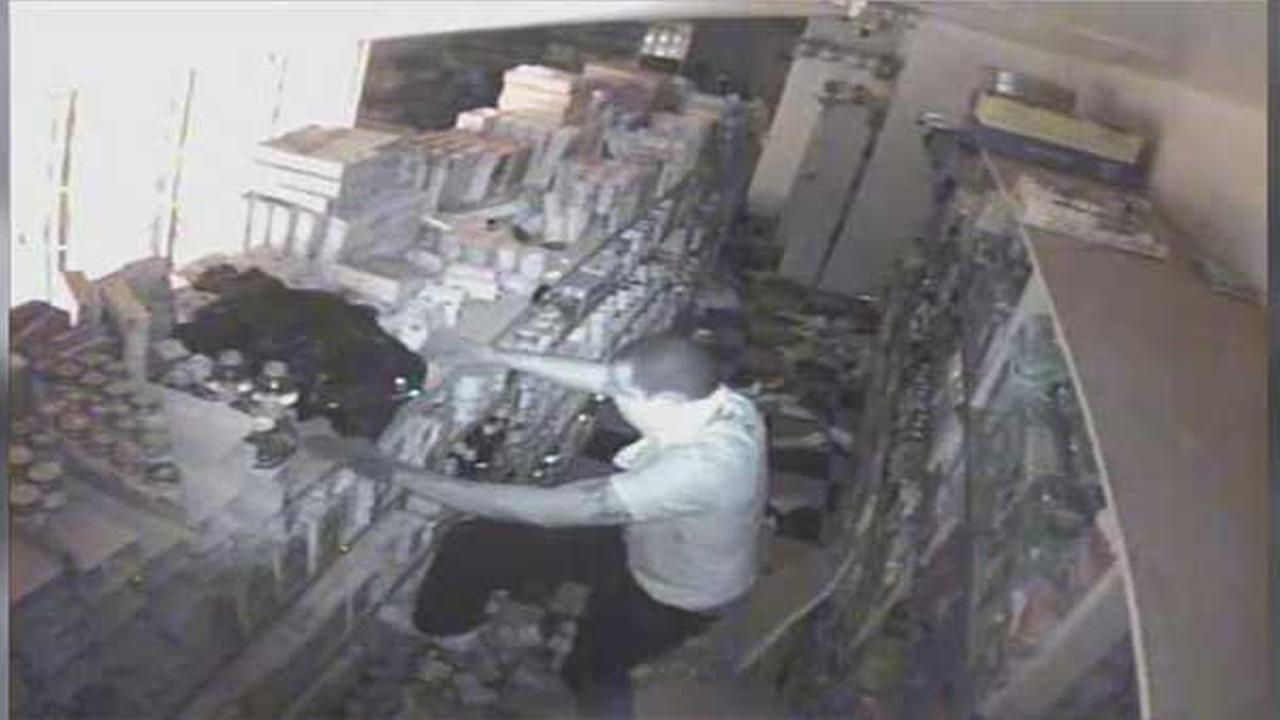 Suspects sought in North Philadelphia mini mart burglary