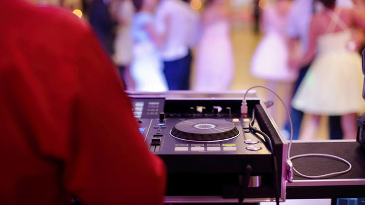 Police: Wedding DJ made off with $600 from couple's card box