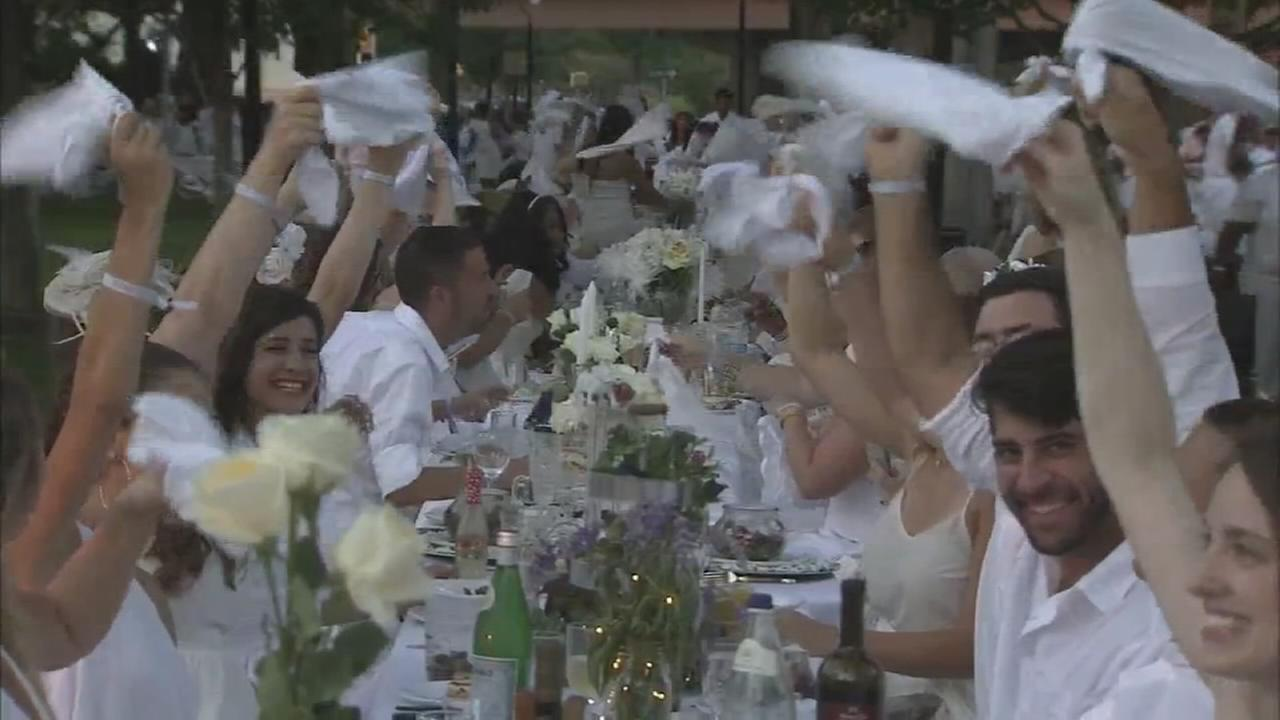 Thousands attend secret Diner En Blanc event