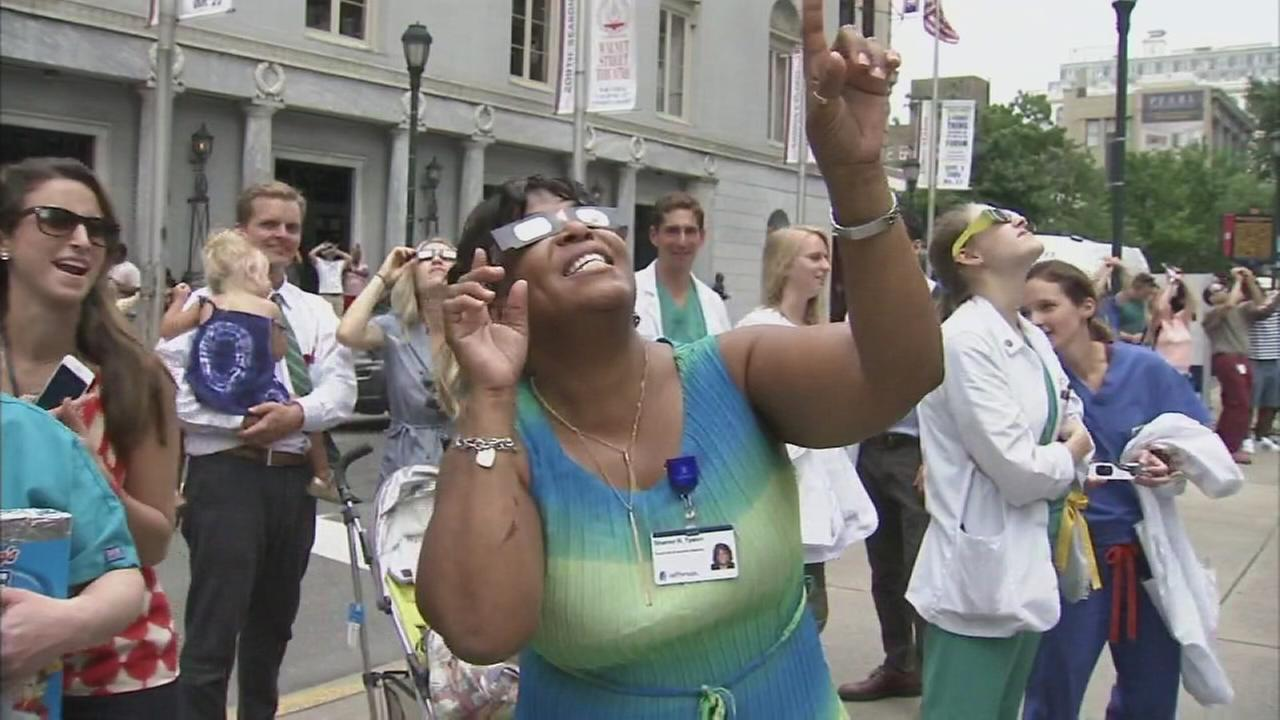 Crowds watch eclipse at Wills Eye Hospital