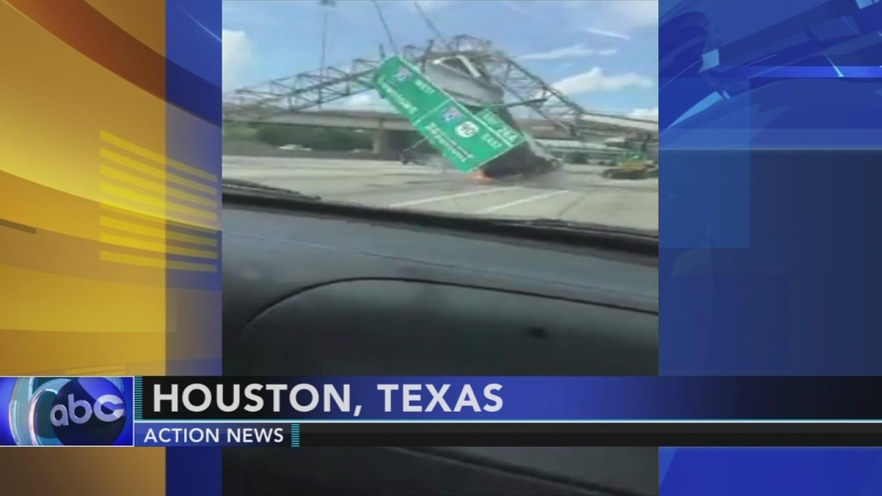 Big rig crashes into sign over Texas highway