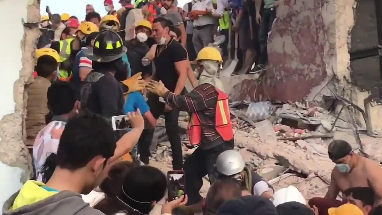 Search for survivors in Mexico