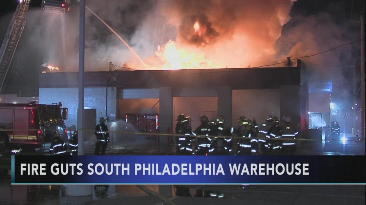 Fire destroys South Philadelphia warehouse