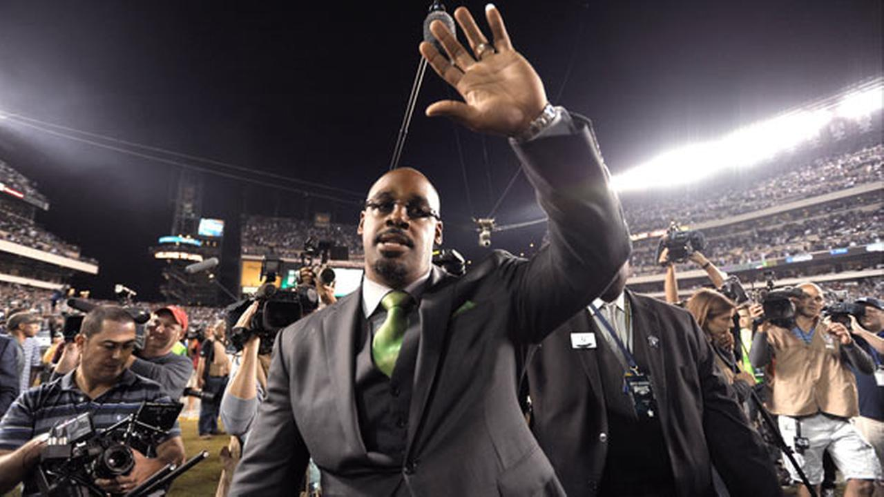 Former Philadelphia Eagles quarterback Donovan McNabb waves to the crowd during halftime of an NFL football game between the Eagles and the Kansas City Chiefs.