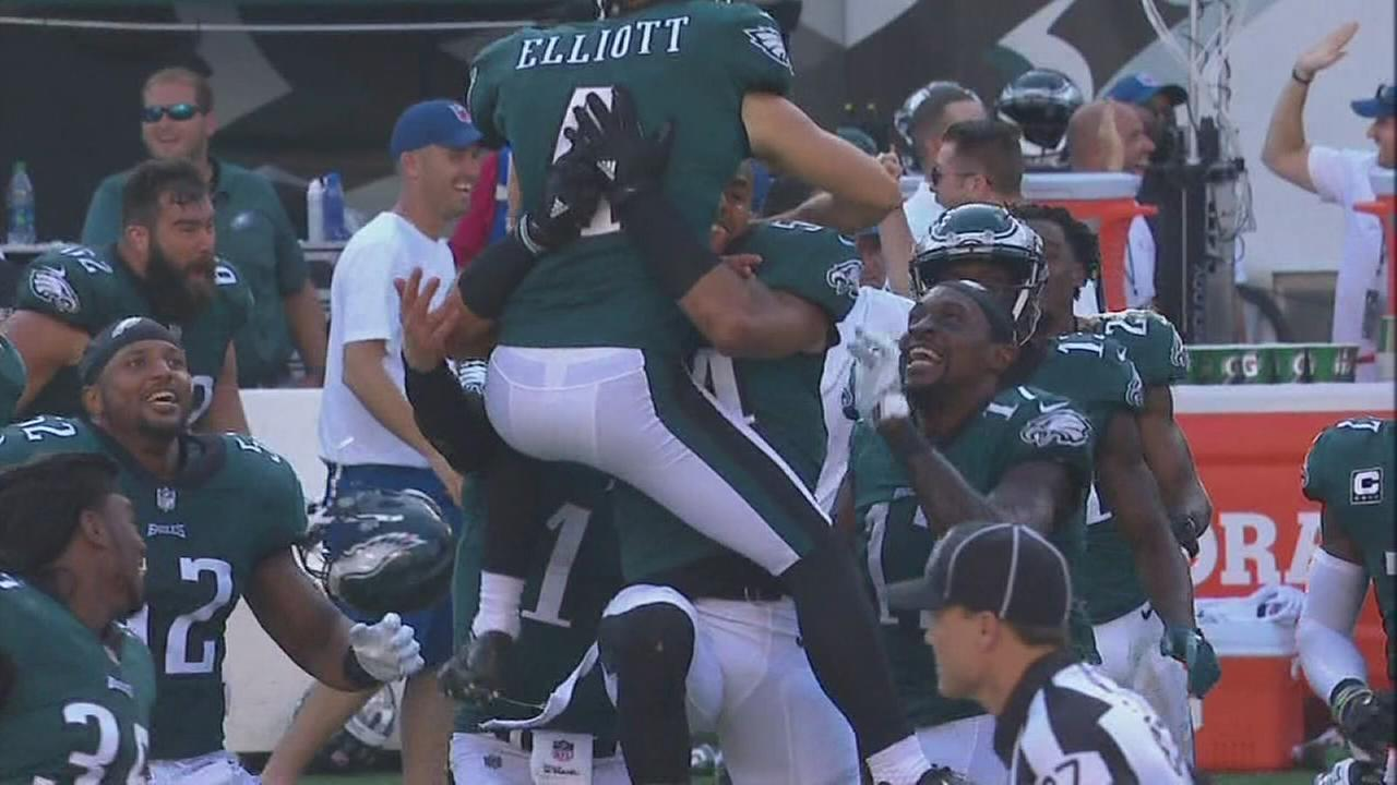 Eagles Carson Wentz reacts to winning field goal