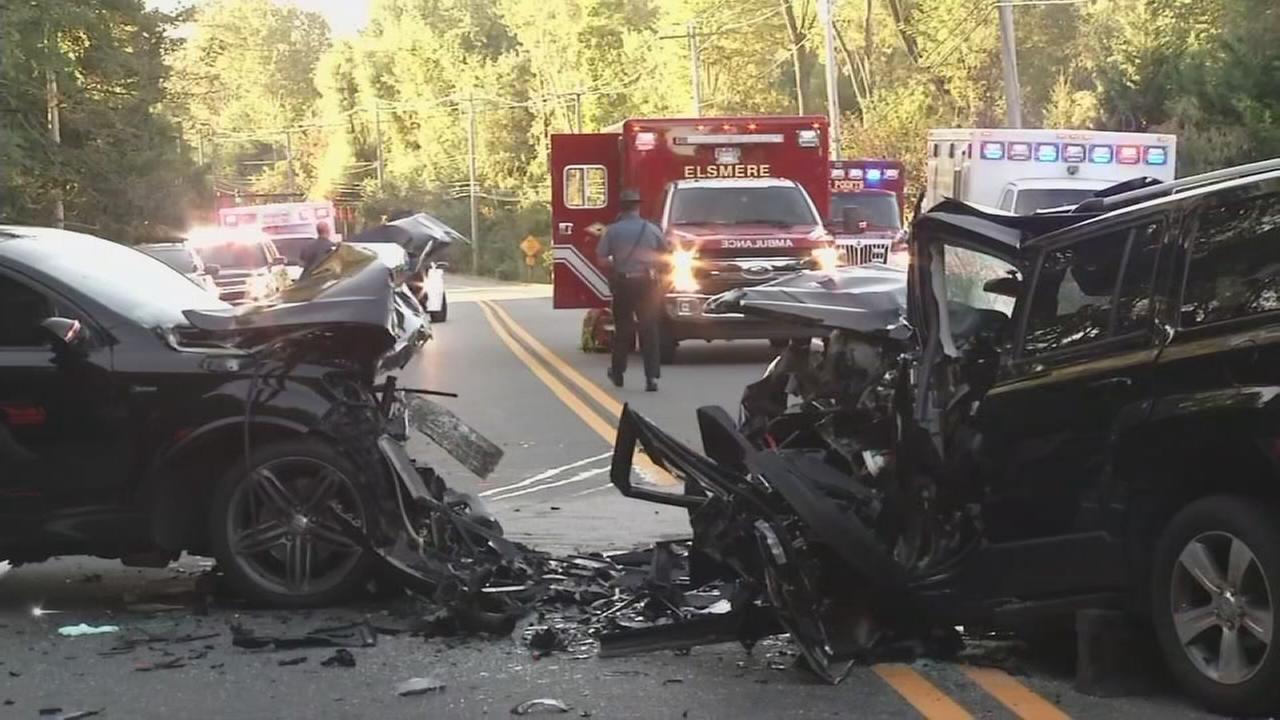 4 hurt in head-on crash