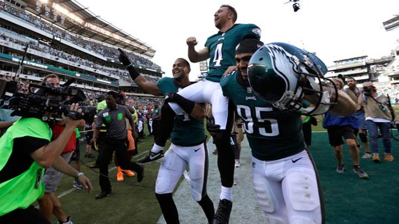 Philadelphia Eagles Jake Elliott (4) is carried off the field after kicking an NFL football game-winning field goal against the New York Giants, Sunday, Sept. 24, 2017.