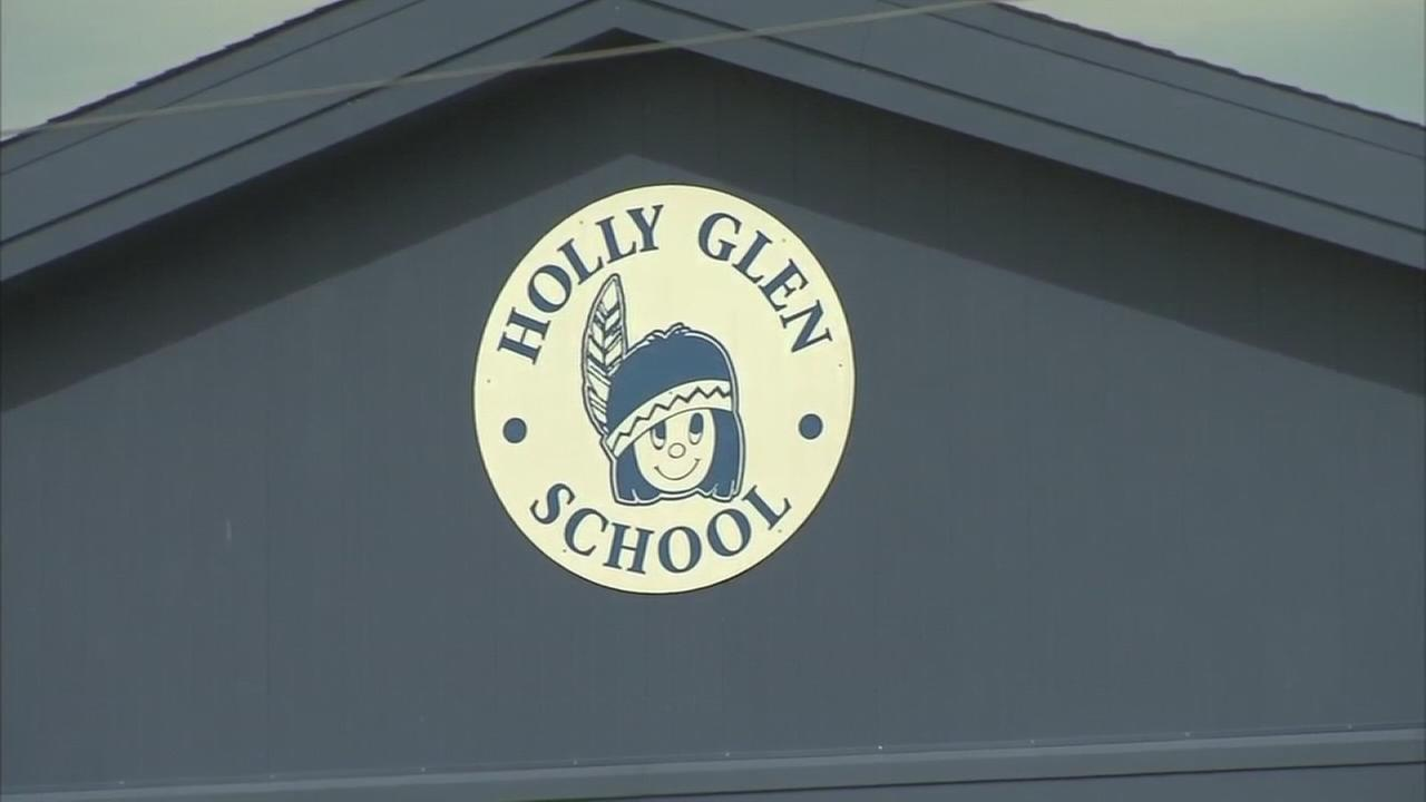 Board votes to shut down NJ school with mold