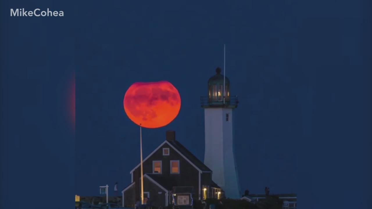 VIDEO: Photographer catches Harvest Moon in stunning timelapse
