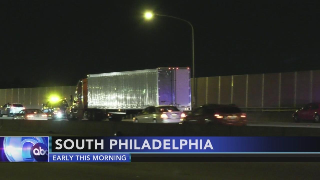 Motorcycle, tractor trailer collide on I-95 in South Philadelphia
