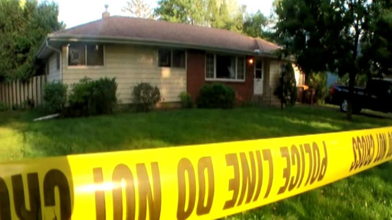 Police: Minnesota man lived with bodies of mom, brother for year