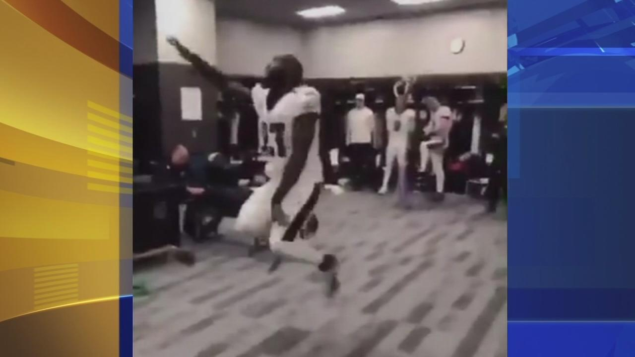 VIDEO: Malcolm Kenkins celebrates win with victory dance