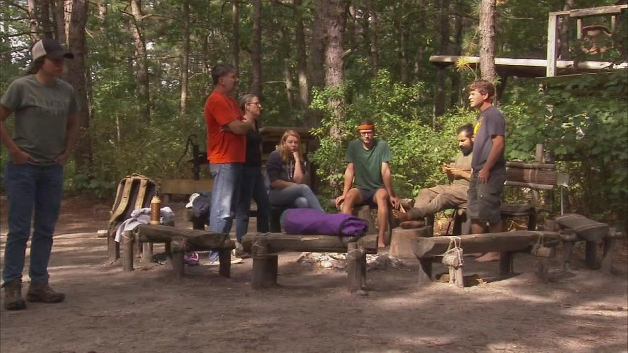 Tracker teaches students about survival skills