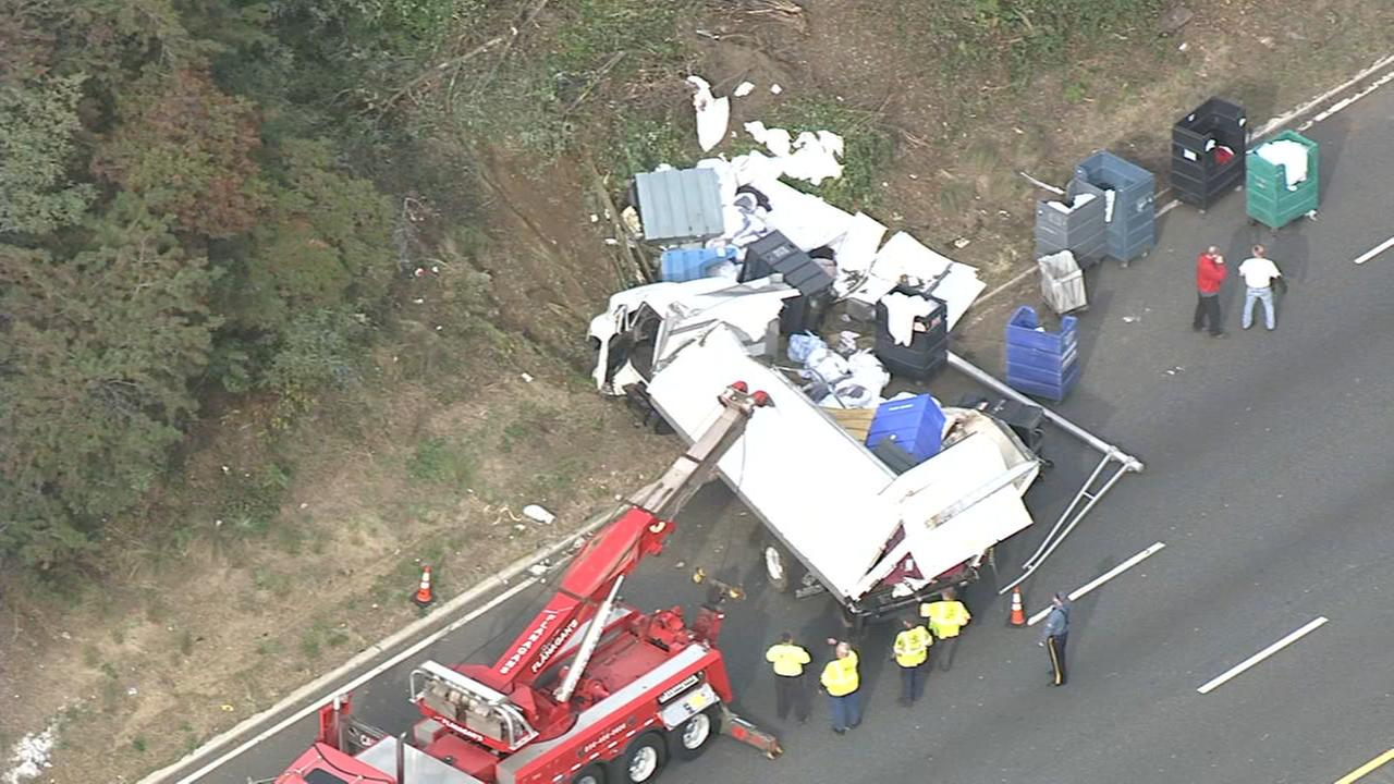 Box truck crashes, splits open on I-295 in Westville