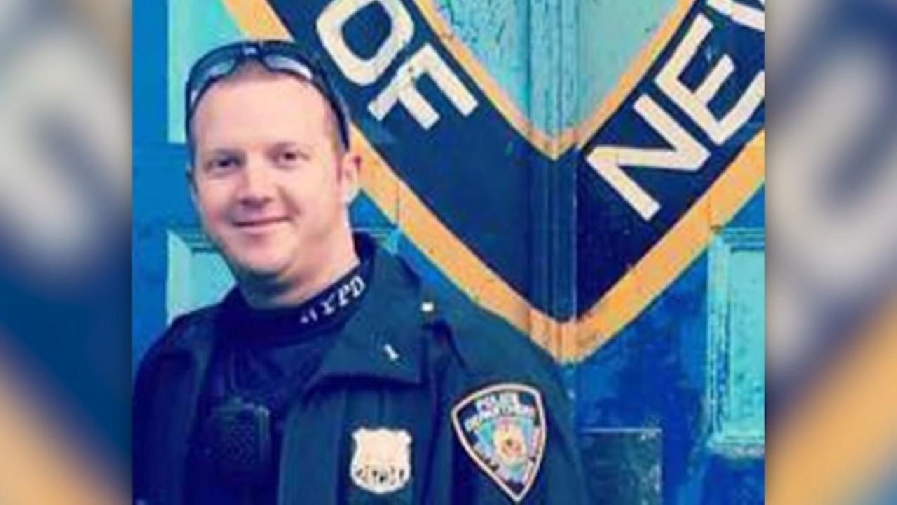 NYC lauds police officer who stopped terror attack