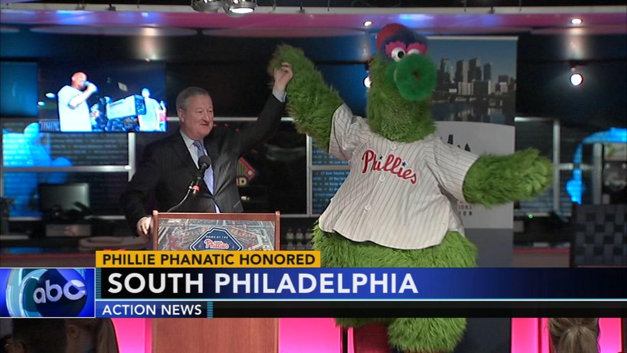 Phillie Phanatic receives Gold Medal Award