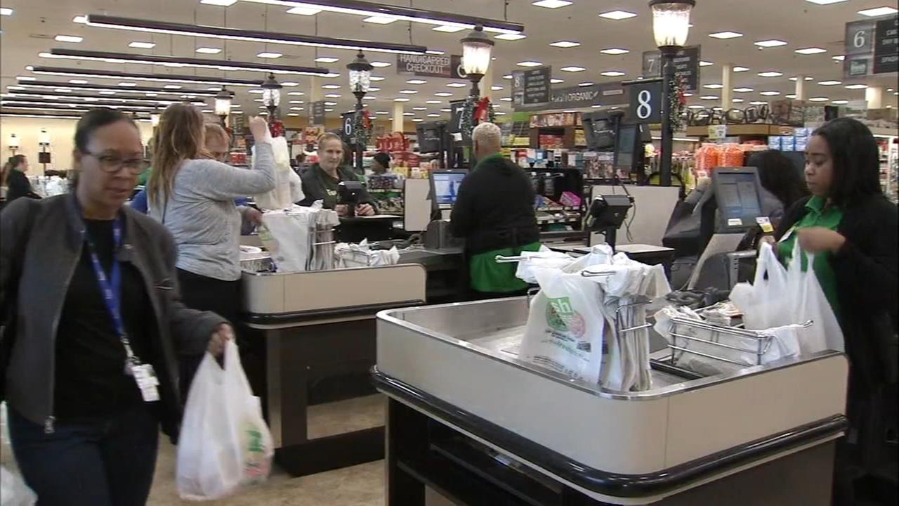 Folks in the Delaware Valley shop for Thanksgiving dinner