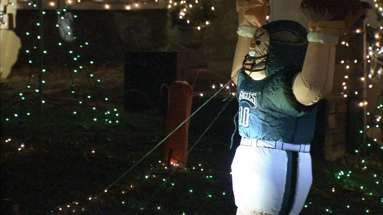 Broomall family dazzles neighborhood with Eagles-themed light show