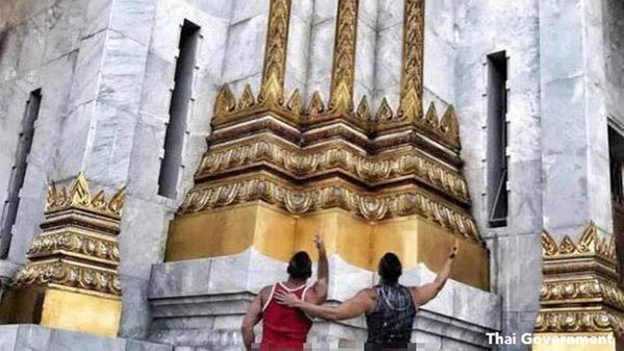 Bare-bottomed Americans arrested over Thai temple photo