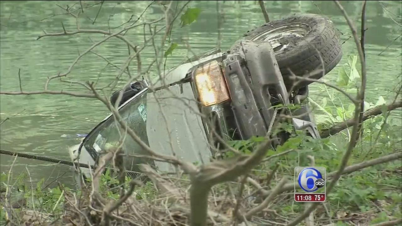 VIDEO: SUV plunges into Cobbs Creek