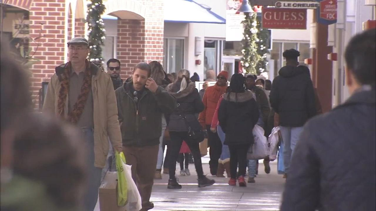 VIDEO: Shoppers brave the elements to clear their Christmas list