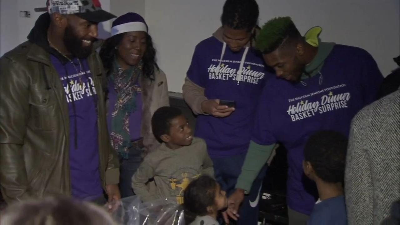 VIDEO: Eagles players, Philly police bring joy to families in need