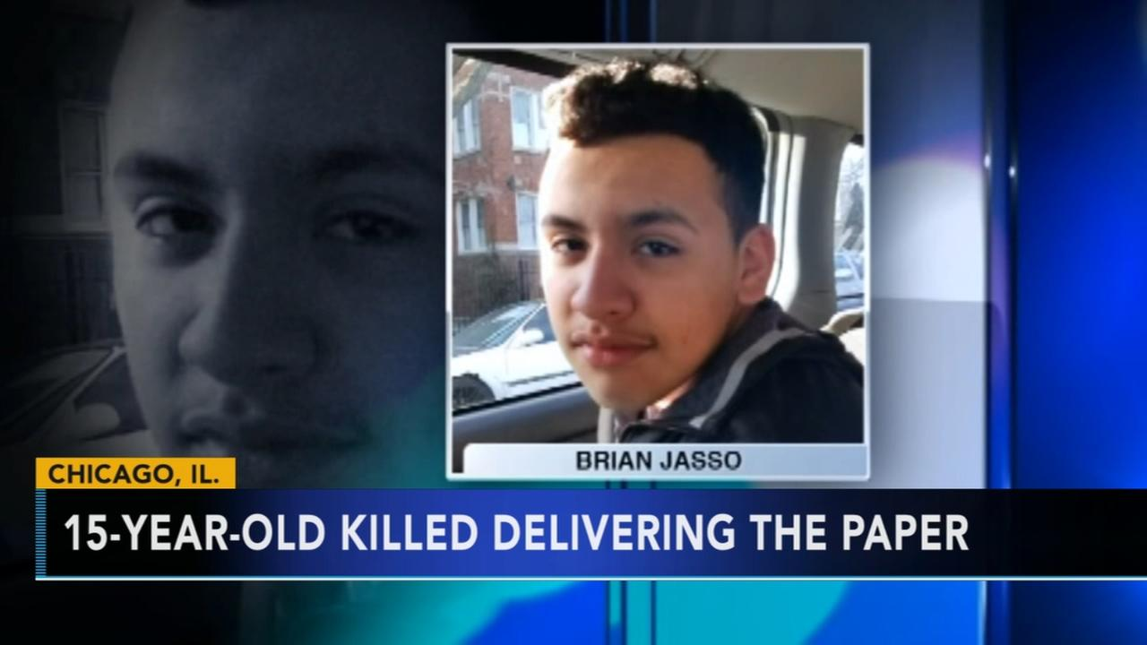 Teen killed delivering newspapers in Chicago