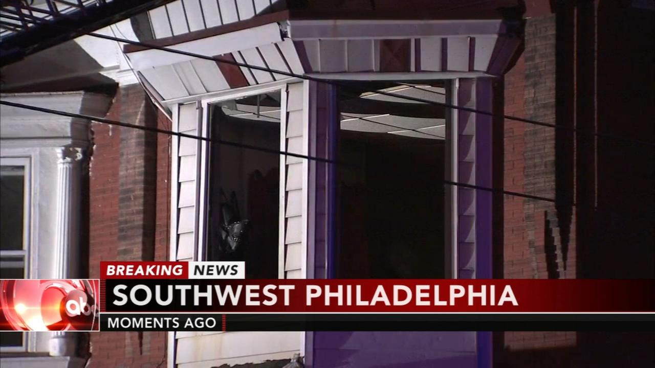 2 hurt in SW Philly fire