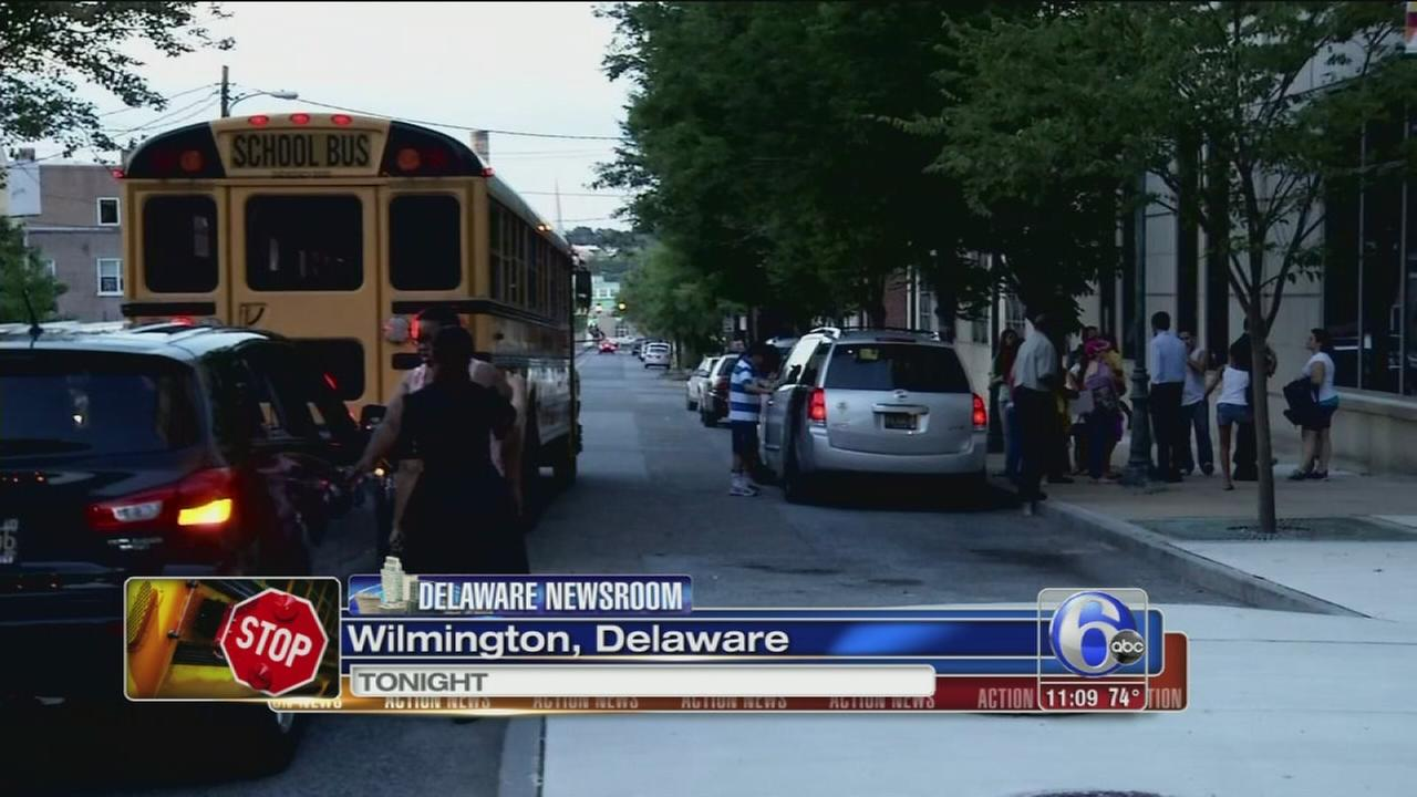 VIDEO: School bus drops off students hour late