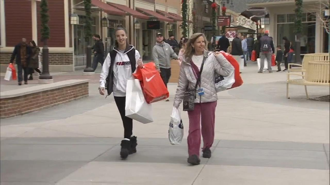Last minute shoppers search for holiday gifts