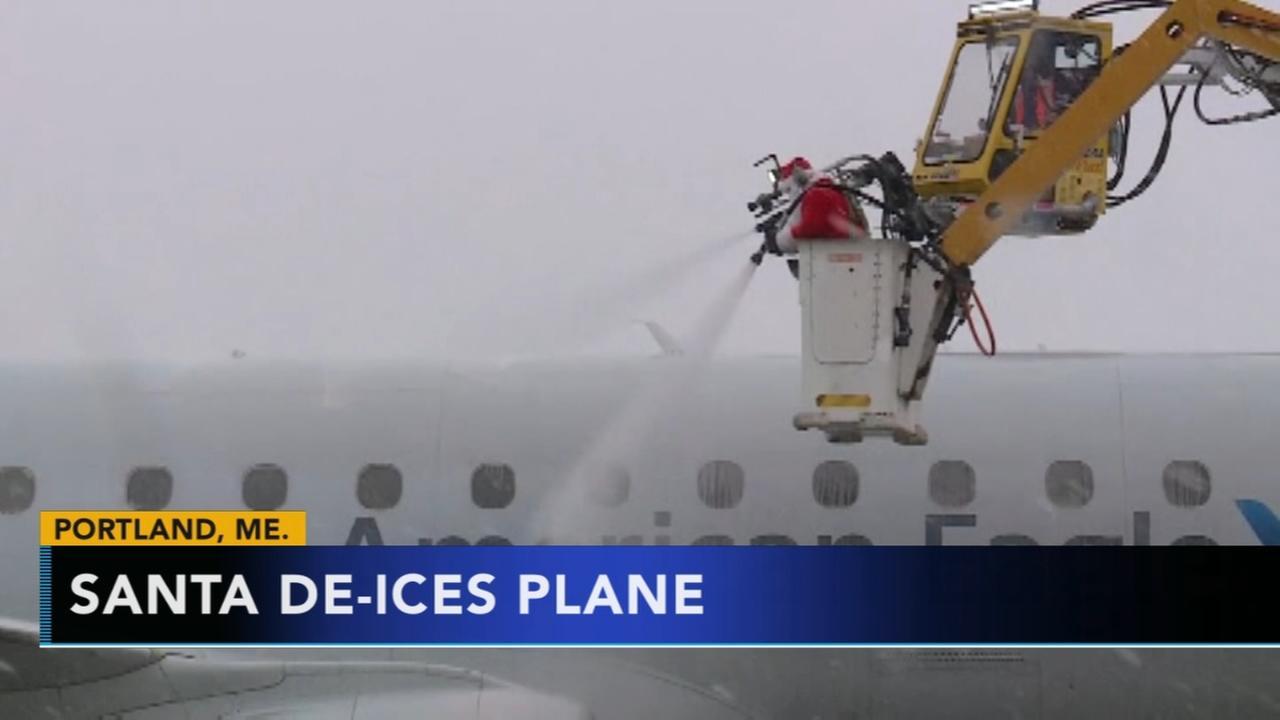Santa de-ices plane at Portland airport