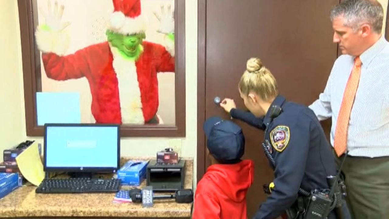 5-year-old boy calls 911 to stop the Grinch from ruining Christmas