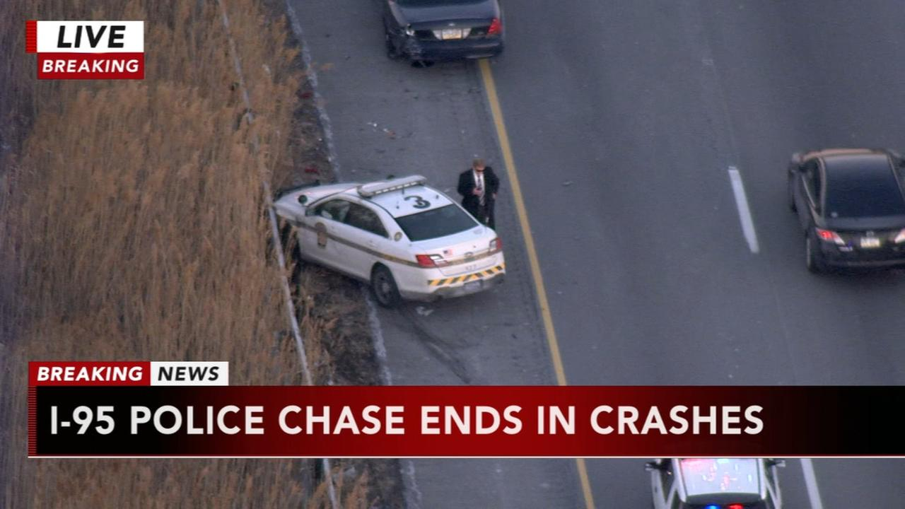 2 in custody after police chase on I-95 ends in crashes