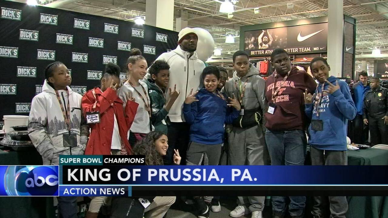 Eagles Nigel Bradham takes kids on shopping spree in King of Prussia