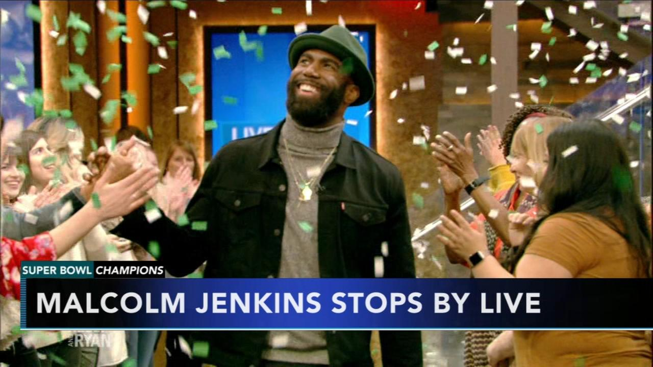 Malcolm Jenkins tosses football with Kelly and Ryan