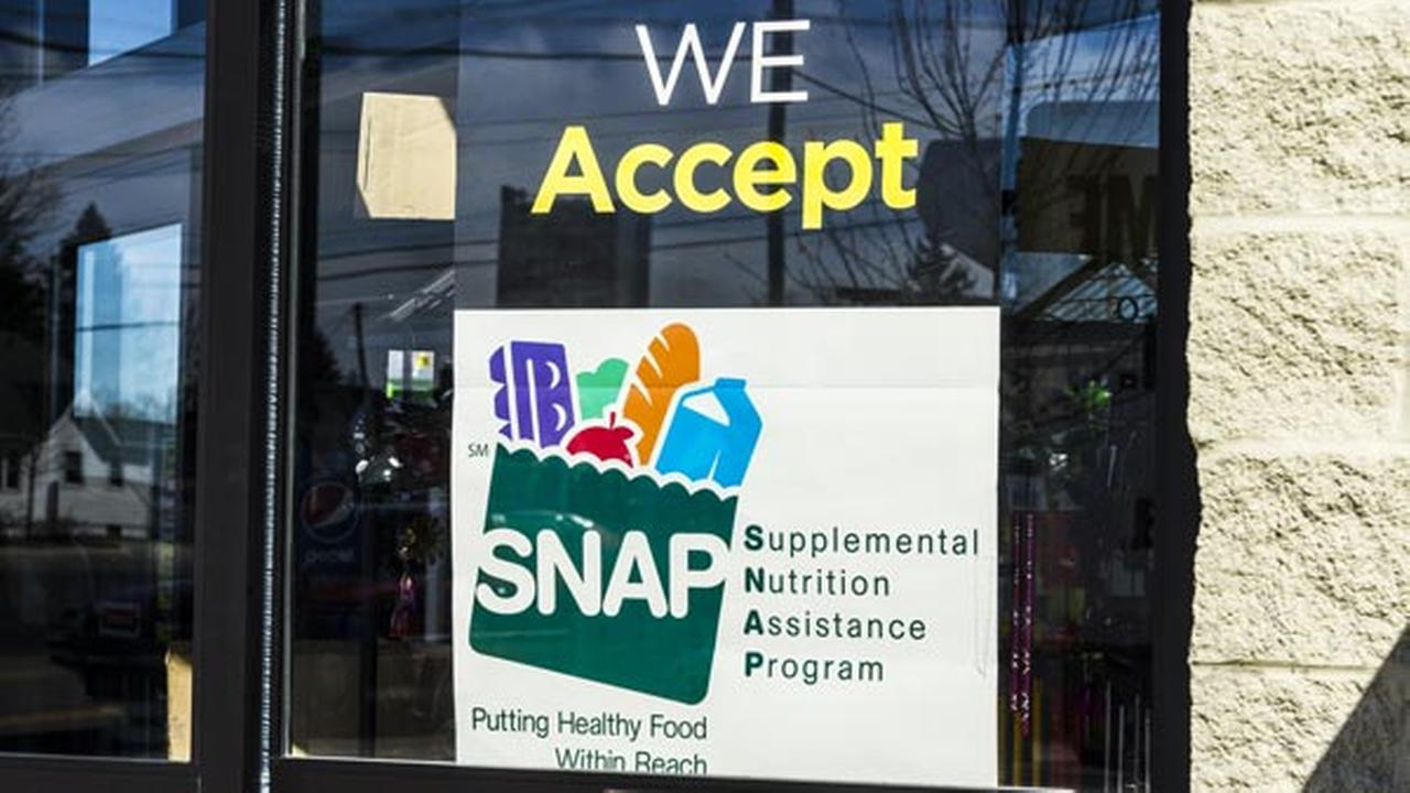 Trump's proposal for SNAP: food stamps, packages of food