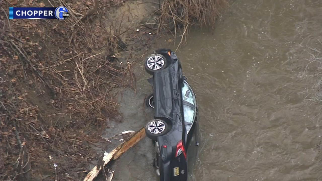 Driver loses control, car lands in creek in Middletown Twp.
