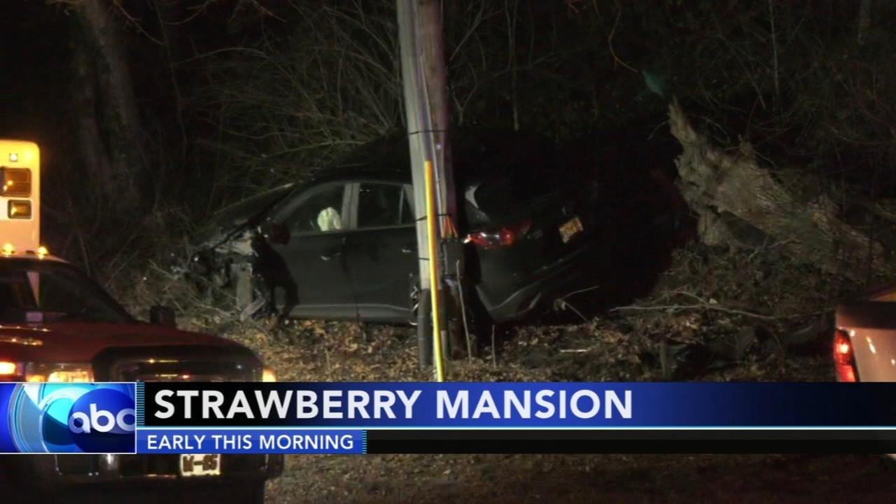 Police investigate crash in citys Strawberry Mansion section