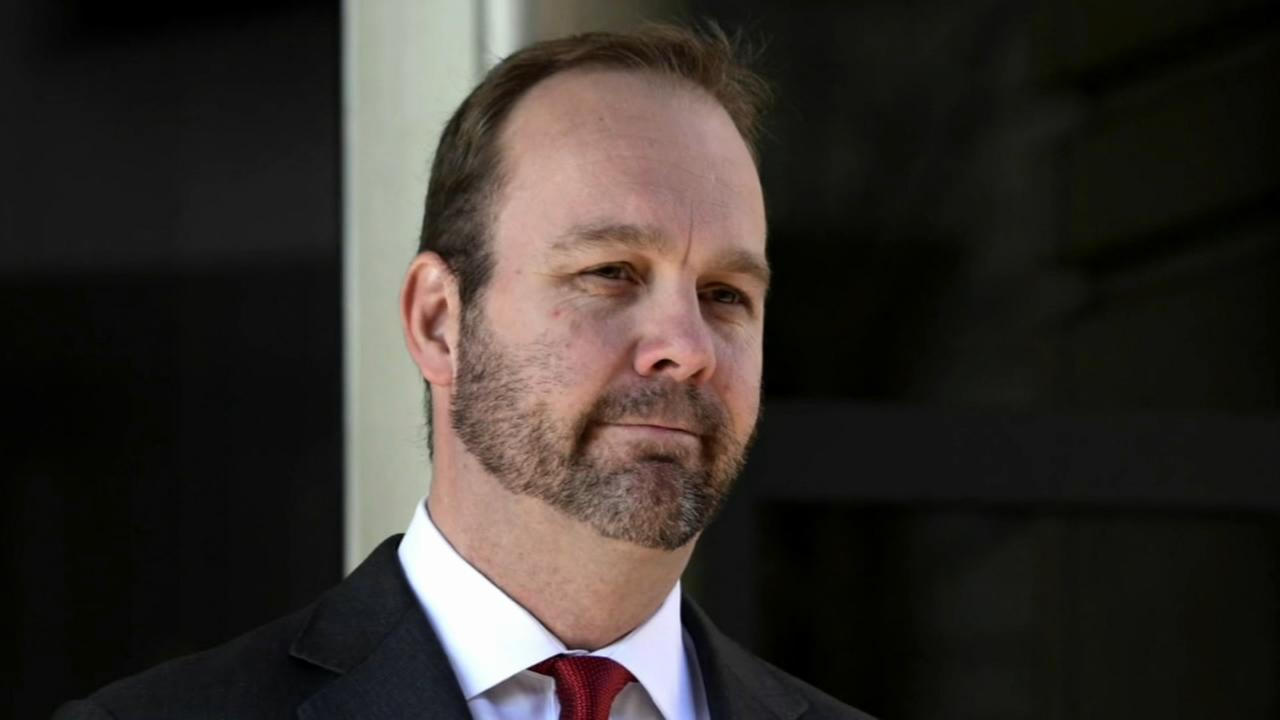 Ex-Trump campaign aide agrees to guilty plea in Russia probe