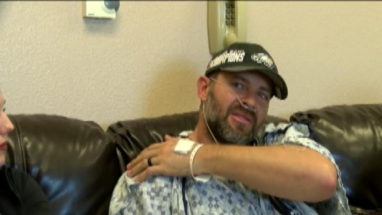 VIDEO: Eagles fan survives lightning strike while golfing