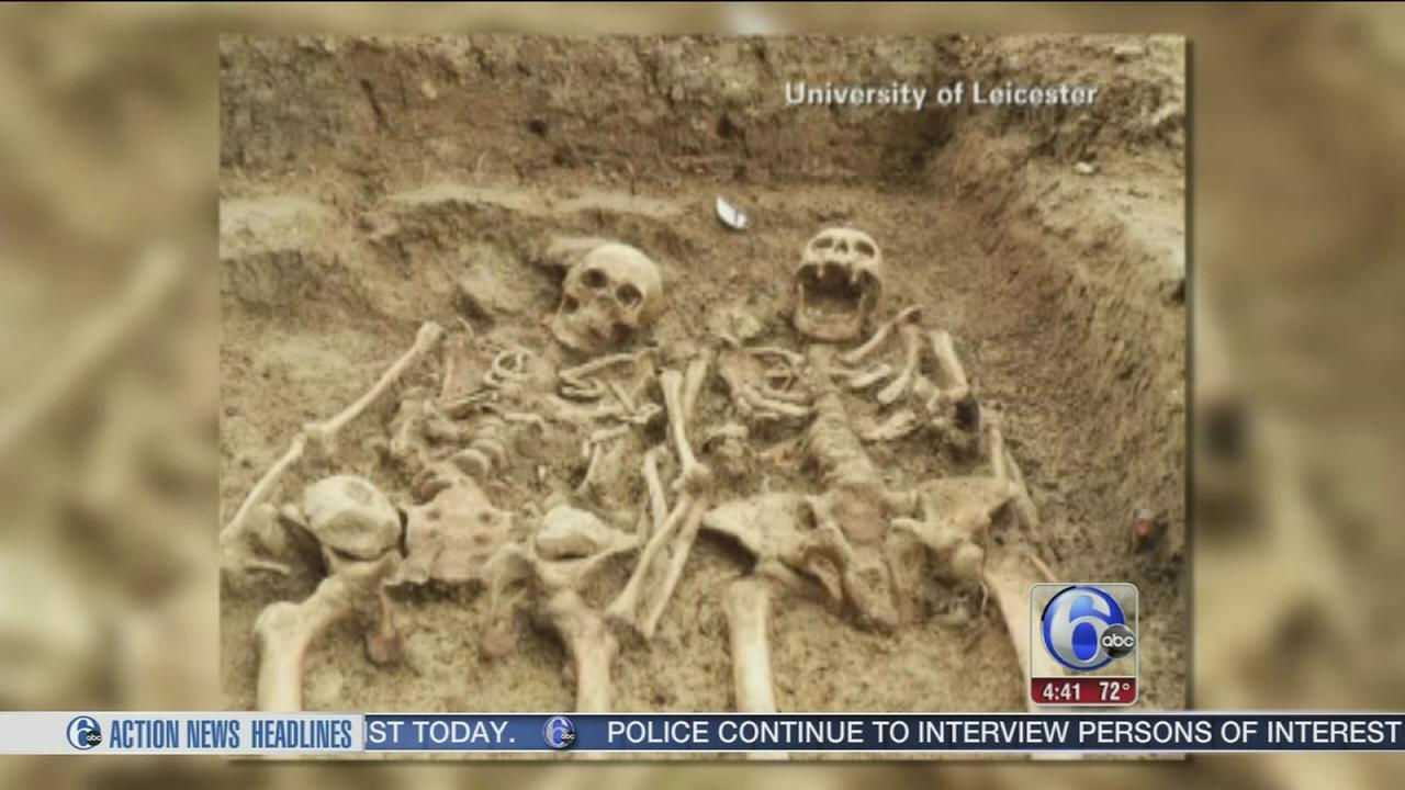 VIDEO: Skeleton couple found holding hands