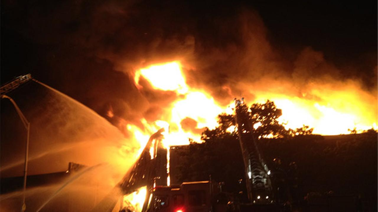 I injured in 4-alarm building blaze in Kensington