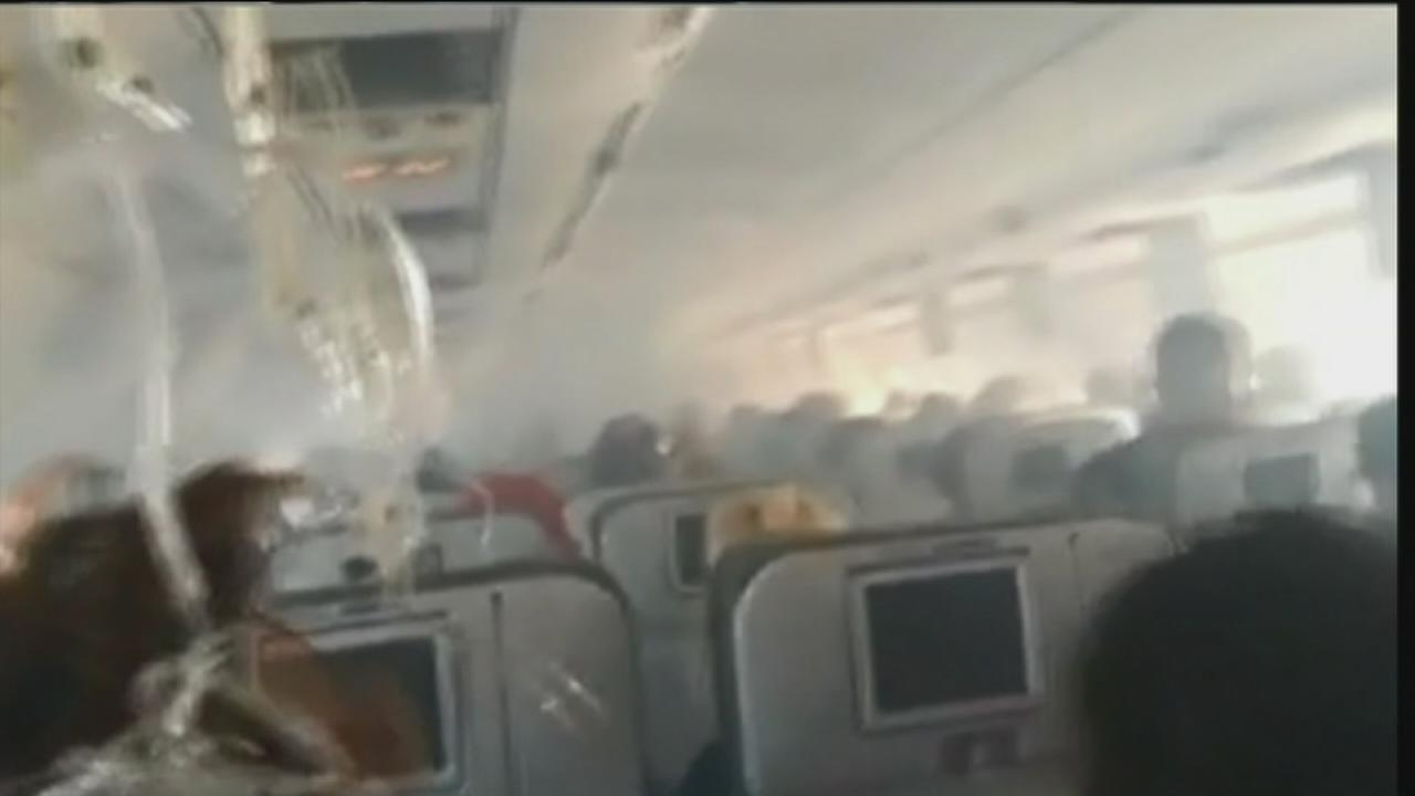 VIDEO: Engine problems force a jetBlue emergency landing