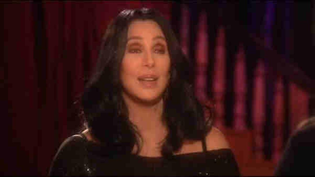 Backup dancers sue Cher for alleged discrimination