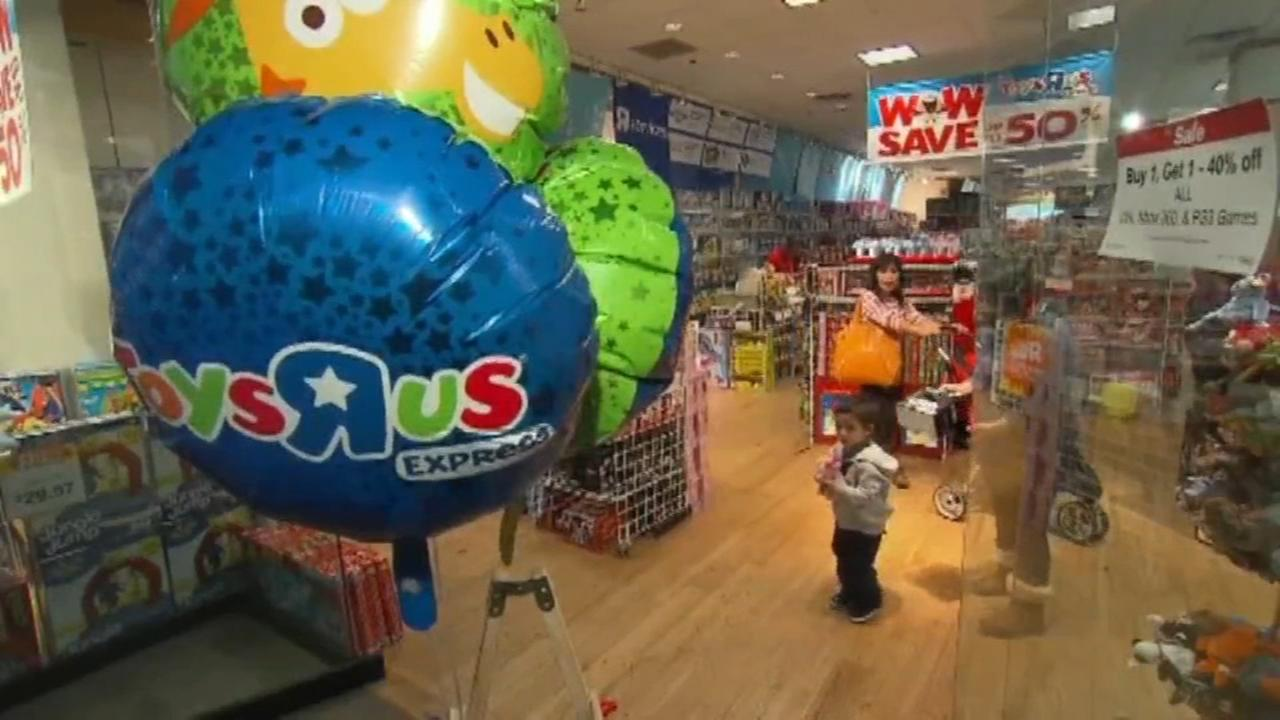 Toys R Us plans to liquidate all 740 US stores